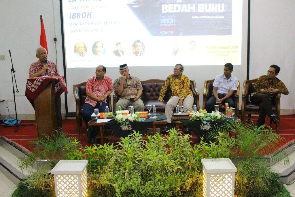 Prof. Azyumardi Azra menjadi keynote speaker pada Seminar Nasional dan Bedah Buku di Universitas Islam Indonesia Yogyakarta, Kamis, 8 Maret 2018. (Dok. Mufti)