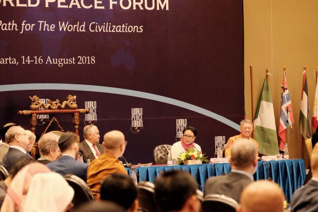 Menteri Luar Negeri, Retno L. Marsudi, berbicara dalam The 7th World Peace Forum di Jakarta. [dok. akun twitter MenluRI]