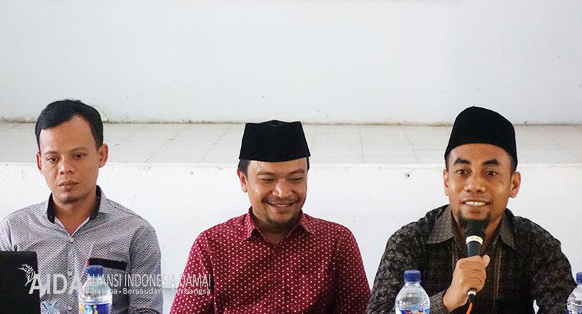 Kepala SMKN 2 Bima, Muhammad Badrun, S.Kom, Memberikan Sambutan Dalam Pembukaan Dialog Interaktif Menjadi Generasi Tangguh, Jum'at (19/10/18)